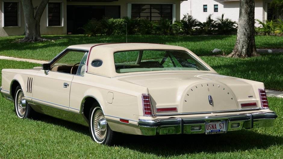 """1979 Lincoln Continental Mark V Cartier """"18,892 miles Showroom New"""""""